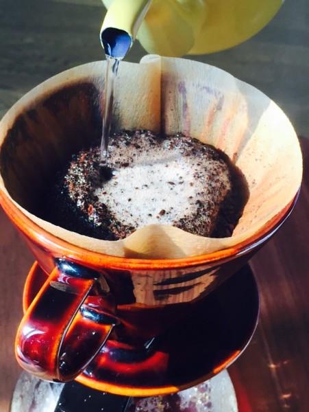 コーヒーペーパードリップそそぐ